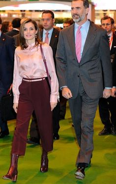 18 January 2017 - King Felipe and Queen Letizia attend the opening of Fitur 2017 in Madrid - blouse and bag by Adolfo Dominguez, boots by Uterque