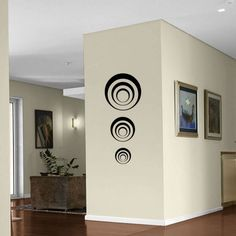 Three sets Black Circles - Three Circles in each Set- kinds looks like a speaker