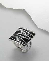 Love this ring. Heck, love the whole line!