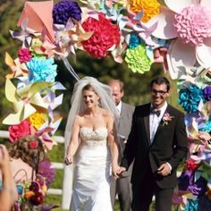 Colorful and fun Sun Valley wedding with the coolest paper flower altar!