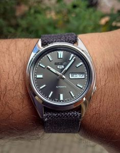 Simple Watches, Cool Watches, Wrist Watches, Seiko Titanium, Diesel Watches For Men, Stud Earrings For Men, Wear Watch, Seiko 5 Automatic, Amazing Watches