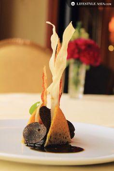 Cevennes onion confit with socca, bacon, salsifi, lamb's lettuce and black truffle