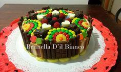 torta con golosinas con chocolate - Buscar con Google