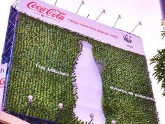 Le panneau d'affichage de l'usine Coca-Cola-WWF absorbe la pollution