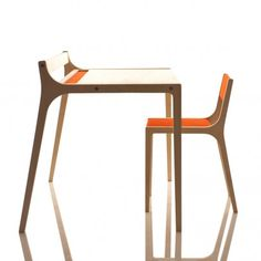 Schreibtisch aus Holz und Filz rot  Sirch