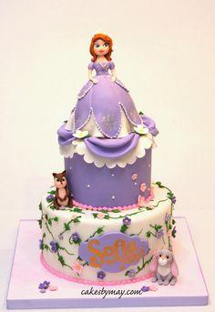 A very girly Sofia the First cake. Sofia Birthday Cake, Princess Sofia Birthday, Sofia The First Cake, Sofia Cake, Princesa Sophia, Barbie Cake, Just Cakes, Girl Cakes, Creative Cakes