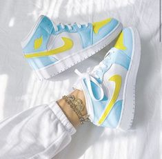 Dr Shoes, Cute Nike Shoes, Swag Shoes, Cute Nikes, Cute Sneakers, Nike Air Shoes, Hype Shoes, Colorful Sneakers, Women's Nike Sneakers