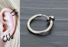 FAUX PIERCING ANNEAU NOIR http://www.aiapiercing.com/nouveautes/faux-piercing-anneau-noir Ce faux piercing peut se porter au nez, à l'oreille ou sur le contour de lèvre. #piercing #fauxpiercing #anneau