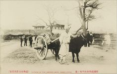 Outside the East Gate, Hamhung, c1910 The East Gate, like all the other town gates of Hamhung, has vanished without trace.
