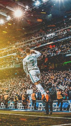 Trending Photo by Cristiano Ronaldo: Cristiano Ronaldo is the best player of all time since he is the only one able to score any kind of spectacular goal. Ronaldo Real Madrid, Real Madrid Football, Cristiano Ronaldo 7, Messi And Ronaldo, Cr7 Wallpapers, Real Madrid Wallpapers, Cr7 Messi, Lionel Messi, Messi Gif