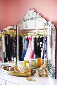 beautiful mirror for the dressing table