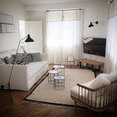 Lyon. Canapé et appliques Caravane, lampes Mantis, fauteuil and tradition, tables Atipico, tapis marocain. Home Salon, Living Spaces, Living Room, Decoration, Home Projects, Interior Architecture, Small Spaces, Toddler Bed, Sweet Home