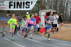 Rock Your Socks at Knox 5K raises funds for middle school
