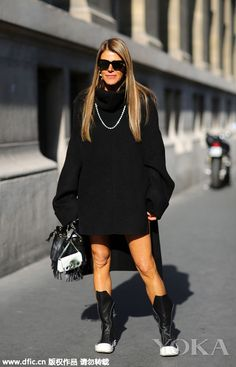 Lazy autumn dress rules are never comfortable + light is given priority to, a knitted sweater dress brought about by the soft feeling, can let you feel liberated the stylish warmth of feeling. Mohan Li