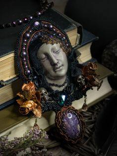 Virginia. Necklace with stones, Swarovski. Decadence ©