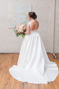 Bride Alayna | BridgeStreet Weddings | Florals: Hothouse Designs | Painting: LeAnn Andrews | Meredith Ryncarz Photography