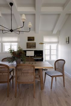 Dining Nook, Dining Room Design, Dining Room Inspiration, Home Decor Inspiration, Rooms Ideas, Cozy House, Home And Living, Living Spaces, Living Room