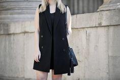 Westen sind der perfekte Allrounder und pimpen jedes Outfit auf. Wir zeigen dir, wie du diese am besten stylst.