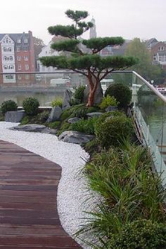 Japanese garden on roof terrace, dreamlike living in a penthouse with Japanga . japanischer Garten auf Dachterrasse, traumhaftes Wohnen im Penthouse mit Japanga… Japanese garden on roof terrace, dreamlike living in the penthouse with Japanese garden Rooftop Design, Roof Terrace Design, Japan Garden, Design Exterior, Wall Exterior, Japanese Garden Design, Japanese Gardens, Japanese Garden Backyard, Japanese Style