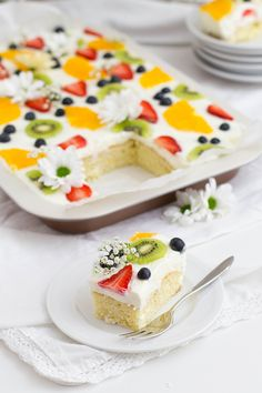 Zitronen-Buttermilch Blechkuchen - KüchenDeern - Zitrone Buttermilch Kuchen_Anschnitt Stück Imágenes efectivas que le proporcionamos sobre healthy - Lemon Desserts, No Bake Desserts, Dessert Recipes, Summer Desserts, Dessert Blog, Food Cakes, Baking Recipes, Cookie Recipes, Whole30 Recipes