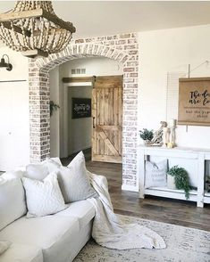 You have to see this #farmhouse living room decor idea which cleverly combines classic and innovative styling furnishing details. Love it! #RusticDecor #HomeDecorIdeas