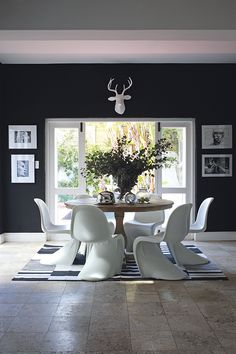 The table in the dining area, which is part of the open-plan kitchen, is from Block & Chisel (blockandchisel.co.za)