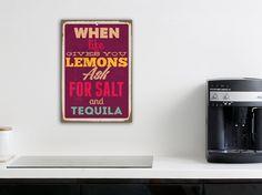 WHEN LIFE GIVES YOU LEMONS - ASK FOR SALT AND TEQUILA!  Mit diesem ausgefallenen Blechschild verschaffen Sie Ihrer Wohnung eine völlig neue Wirkung! Die Blechschilder von cuadros lifestyle sind originelle, trendige und witzige Wanddekoration für Ihr Zuhause.  Durch die einzigartige Stahloptik wirkt das Bild sehr edel und dank der Vorbohrung ist das Blechschild kinderleicht und in kürzester Zeit an der gewünschten Wand platziert.