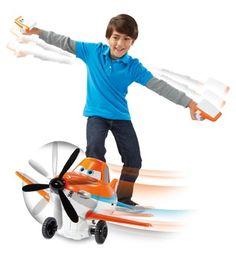 """Piloto interactivo de la película """"Aviones"""": ¡Dusty imita los movimientos del niño!"""