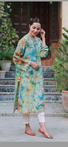 Stylish Dresses For Girls, Stylish Dress Designs, Simple Dresses, Casual Dresses, Simple Pakistani Dresses, Pakistani Dress Design, Indian Designer Outfits, Designer Dresses, Pakistani Fashion Party Wear