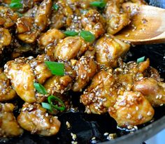 Sesame Chicken: a weekly staple in our house! Make a big bunch, because the leftovers make great lunches chicken houses brown sugar Asian Recipes, Healthy Recipes, Ethnic Recipes, Easy Sesame Chicken, Chicken Recipes, Sauce Recipes, Main Dishes, Lchf, Good Food