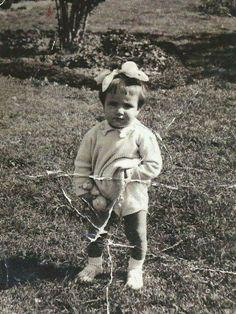 Η Μπέτυ  Αρβανίτη σε παιδική ηλικία.