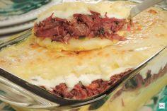 Aprenda esta receita de escondidinho de carne-seca com abóbora e mandioca, que fica uma delícia e vai impressionar a todos!