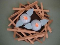 Baby Blue Birds – craft for toddlers 3 and up .. now imagine them painted red sprinkled with white glitter sitting in a white nest [nest is paper] sitting on a tree branch … :D