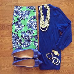 Crew Floral Pencil Skirt, Pearl Necklace and Bow Flats Work Fashion, Modest Fashion, Floral Pencil Skirt, Floral Shorts, Teaching Outfits, Professional Attire, Swagg, Passion For Fashion, Dress To Impress