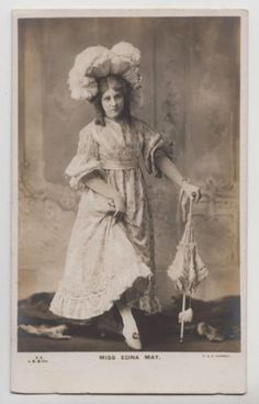 POSTCARD-Edna-May-stage-beauty-Edwardian-theatre-actress-with-parasol
