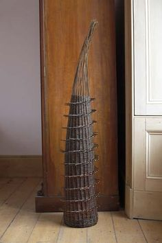 """Horsetail Form"" by Lizzie Farey, Scottish basketmaker Willow Weaving, Basket Weaving, Contemporary Baskets, Fabric Structure, Found Art, Weaving Art, Assemblage Art, Wire Art, Decorative Accessories"