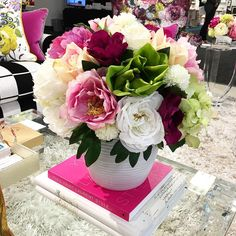 Artificial looks pretty great in these arrangements by @thepinkchateau #florals #hpmkt Living With Color Designs