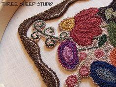 Punch Needle Embroidery - punch naald borduren (met een holle naald waar de draad doorheen gaat) https://www.youtube.com/watch?v=87QJc2ucApE
