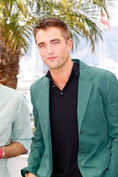Pin for Later: Fans de Robert Pattinson, ce post est pour vous ! Toutes les plus belles photos de Robert à Cannes sont ici !
