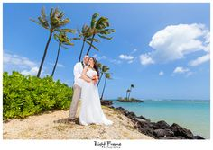 www.rightframe.net - Destination wedding on the beautiful Kahala Beach (Waialae Beach Park), Oahu. Hawaii, photography, photographer, weddings, photos, bride, groom, hawaiian, romantic, ideas, couple, bouquets, lei, palm, tree, Waikiki, honolulu, resort,