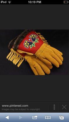 Beautiful work! Native American Artists, Native American Fashion, Native American History, Native Design, Nativity Crafts, Native Beadwork, Native Style, Indigenous Art, Big Sky