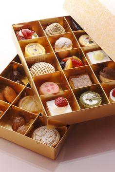 プチフール30個がお重箱にぎっしり詰まった「お花見菓子重 ...