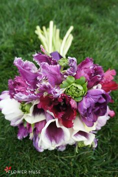 Purple Bouquet With Tulips - on Flower Muse Blog Parrot Tulips, Purple Tulips, Tulips Flowers, Floral Bouquets, Wedding Bouquets, Wedding Dreams, Dream Wedding, Spring Wedding Inspiration, Calla Lillies