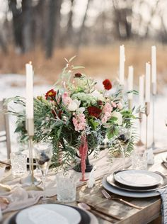 From the stunning loose florals to the tablescape set amongst a winter landscape we're smitten with this beautiful editorial from our favourite Montana photographers ORANGE PHOTOGRAPHIE. Stylists NORTH SAGE EVENTS & DESIGN were looking to create an untame