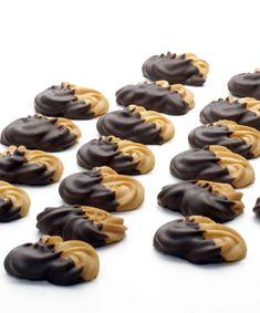 Esíčka - Vaječné bielky vyšľaháme spolu s vanilkovým cukrom na sneh. Christmas Candy, Christmas Cookies, Czech Recipes, Desert Recipes, Nutella, Sweet Recipes, Sweet Tooth, Deserts, Food And Drink