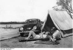 camping with the 'kdf-wagen' (volkswagen beetle) Camping Glamping, Camping Hacks, Camping Gear, Outdoor Camping, Outdoor Gear, Camping Stuff, Volkswagen Convertible, Materiel Camping, Vacation