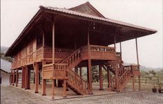 traditional indonesian wood house