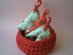 my world of wool: tutorial how to make a basket with trapillo