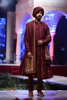 Indian Wedding Suits Men, Sherwani For Men Wedding, Mens Sherwani, Indian Groom Wear, Wedding Men, Engagement Dress For Groom, Couple Wedding Dress, Indian Men Fashion, Men's Fashion