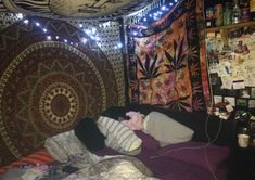 Stoner bedroom home design ideas and pictures chill bedroom colors chill bedroom chairs Hippie Bedroom Decor, Hippy Bedroom, Messy Bedroom, Bedding Master Bedroom, Room Ideas Bedroom, Gray Bedding, Queen Bedding, Chic Bedding, Floral Bedding